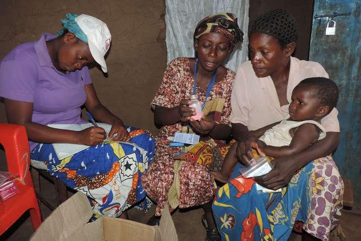 Krankenpflergerin Fifi mit einer HIV infizierten Mutter.
