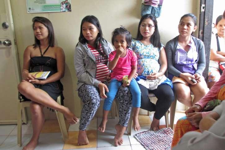 Patienten warten auf ihre Behandlung.