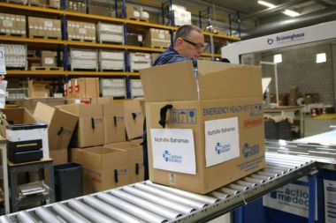 Medical aid for the Bahamas is packed in action medeor's warehouse.