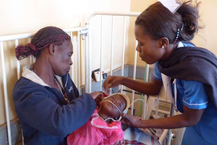 Durch die Medikamentenhilfe konnten auch Elisabeth Govati und ihrer kranken Tochter Rita geholfen werden.