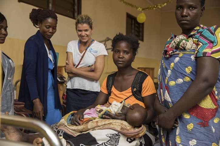 Anke Engelke im Madisi Hospital in Malawi