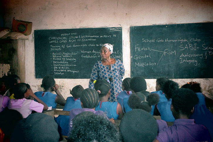 Hannah Yambasu bei einem Schulworkshop