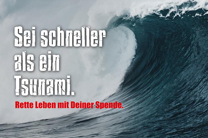 Motiv der Jubiläumskampagne von Aktion Deutschland Hilft: Sei schneller als ein Tsunami.