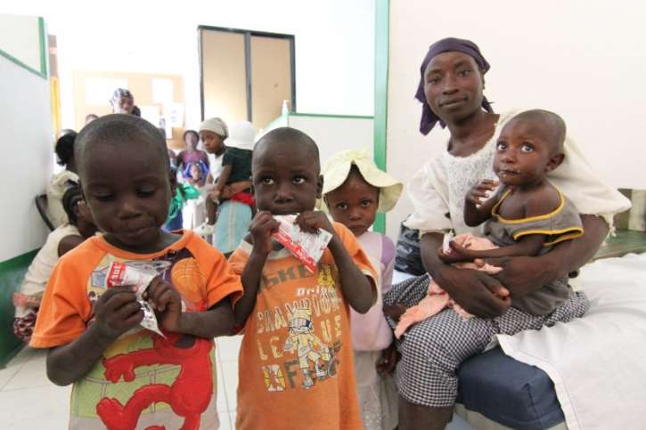 Thanks to a nutrition programm Haitian children get therapeutic food.