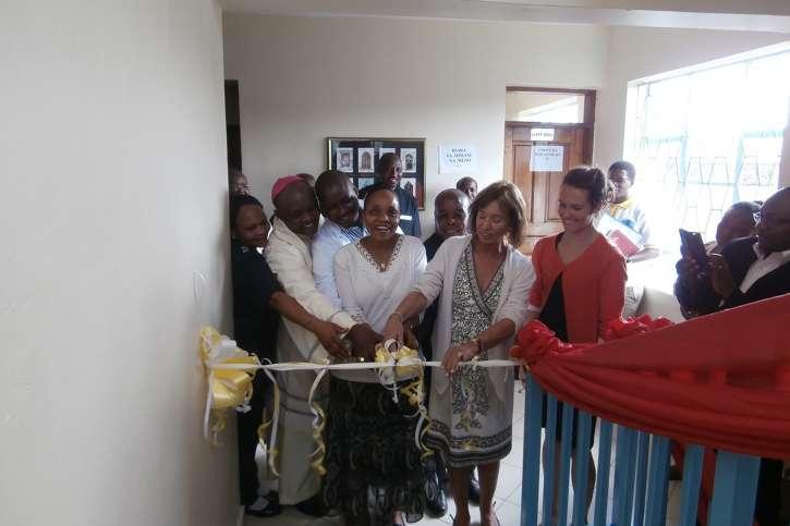 Hanni von Kameke eröffnet das Krankenhaus.