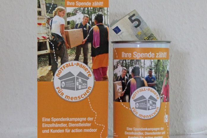 """Spendendosen zur Kampagne """"Notfall-Pakete für Menschen"""""""