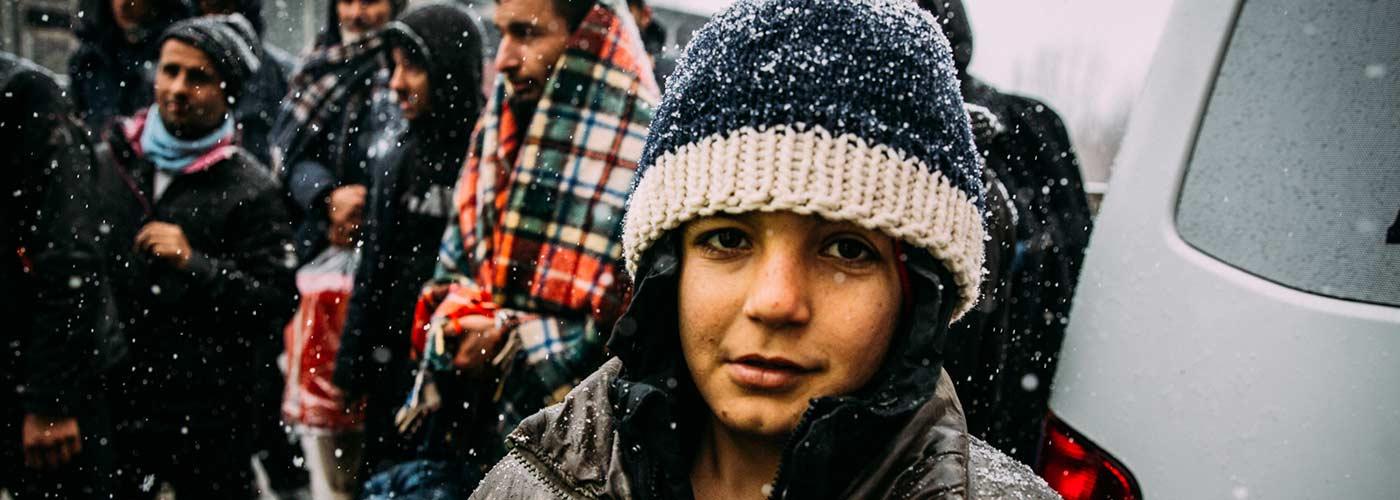 Geflüchteter Junge in Bosnien