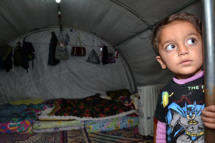 Kleiner Junge in einem Flüchtlingscamp