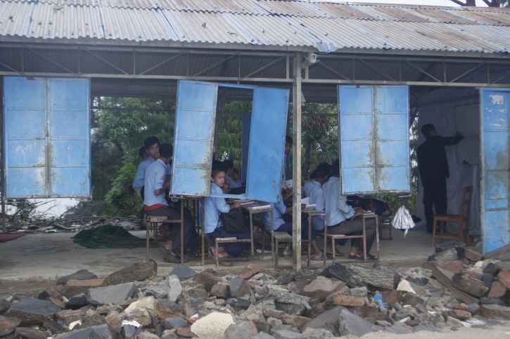 Beschädigte Schule in Nepal.